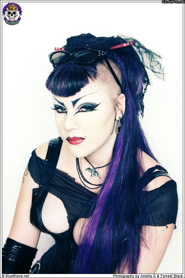 BlueBlood: Dahlia Dark, Merrydeath, Domiana, Vampirabat