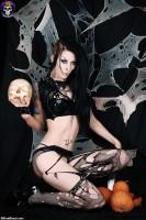 GothicSluts: Halloween Gothic Babe Razor Candi