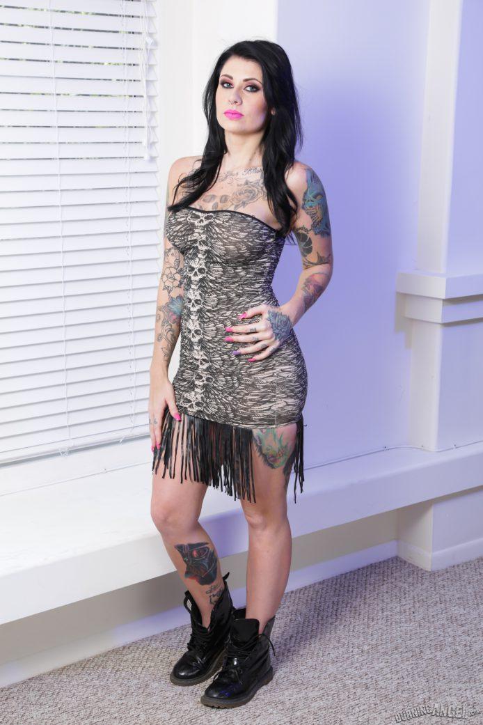 http://altporn.net/news/2016/08/11/burningangel-jor…ust-her-boots-on/