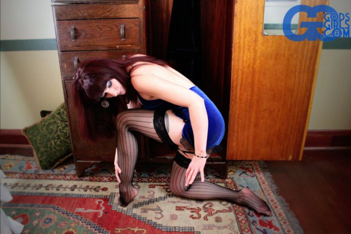 GodsGirls: Sauda crosses over from the other side to get naked