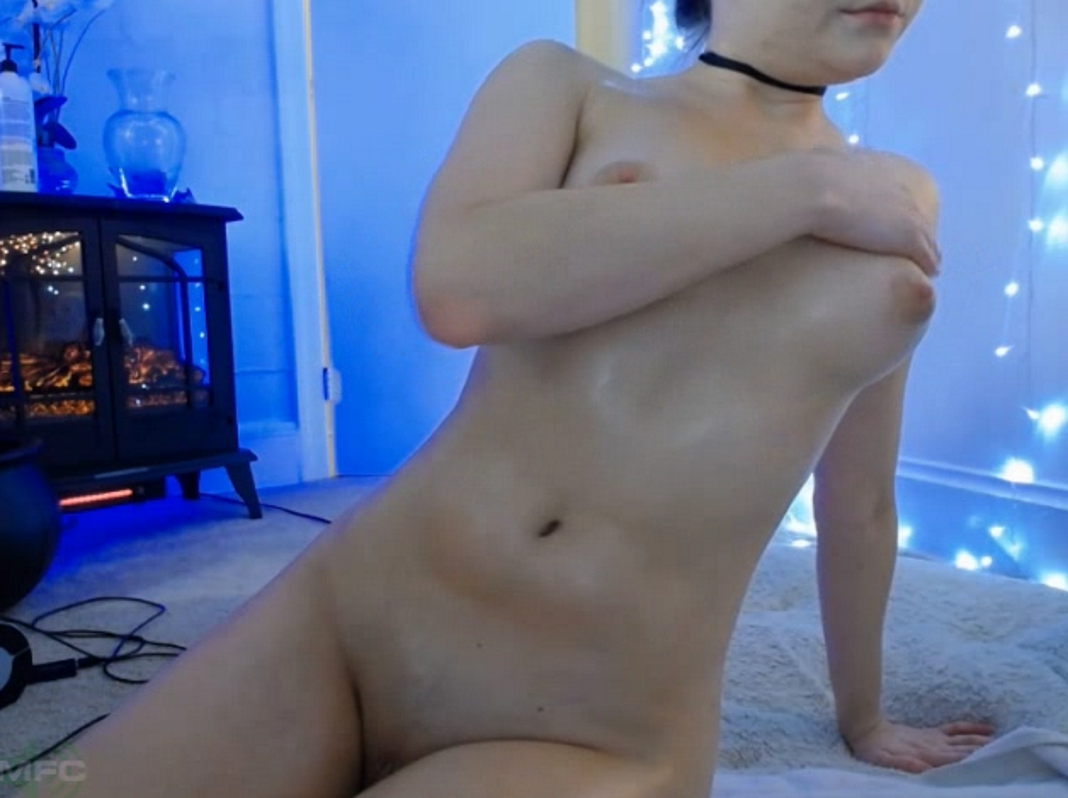 Sexy camgirl pleasures herself for you - 3 part 8