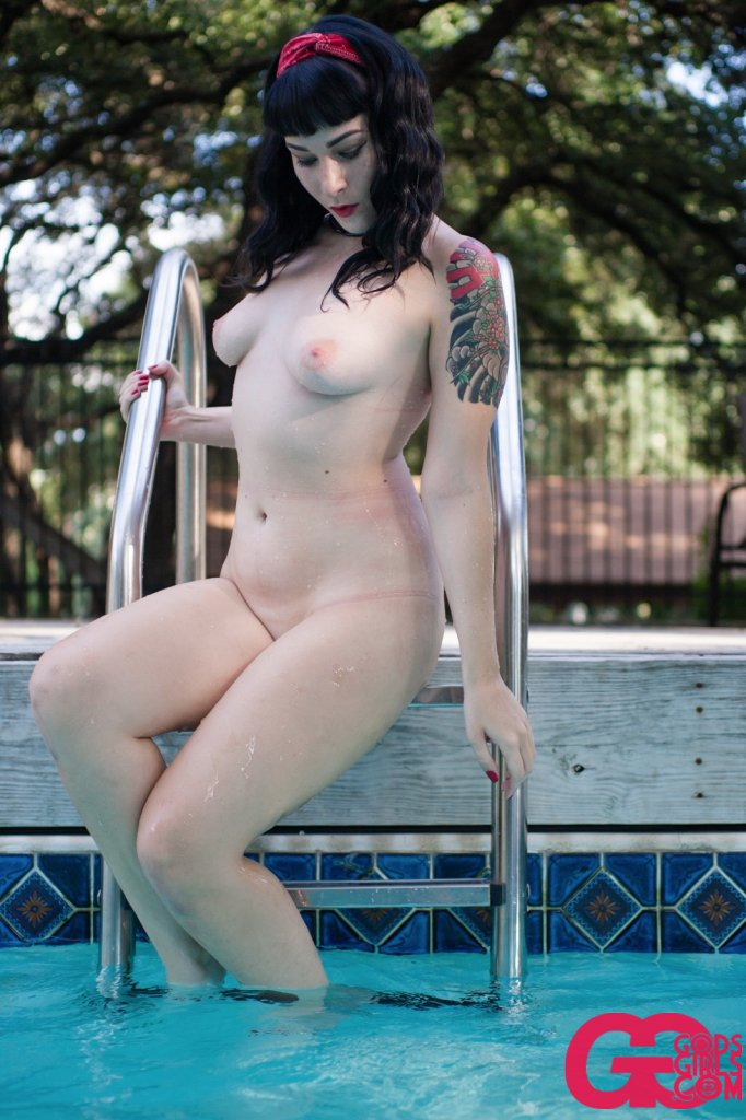 GodsGirls: Lydia's Pool Party