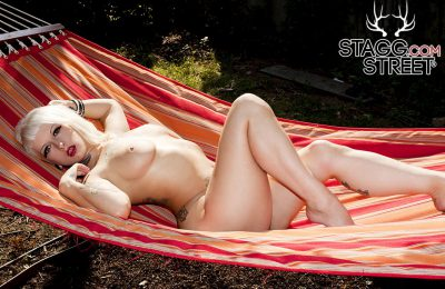 StaggStreet: Naked Jessie Lee Inviting Repose