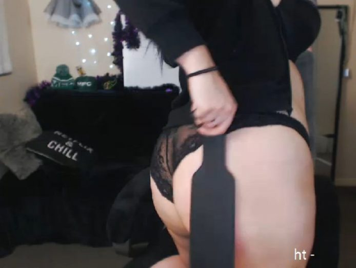 EmrieJae Has Fun With Clamps And Spanks