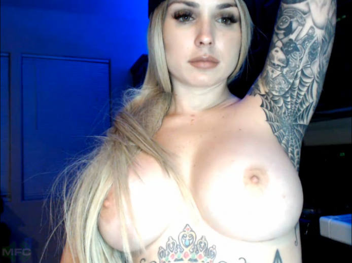 JayLynnxo Tempts You With Her Big Luscious Tits