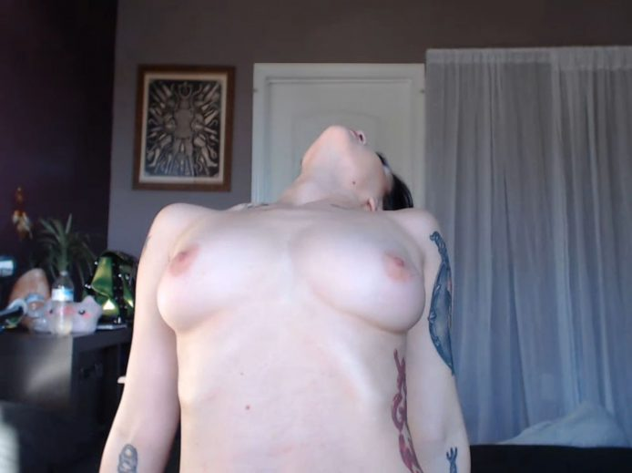 Sensual Jenna_Kitten Wants You To Make Her Purr