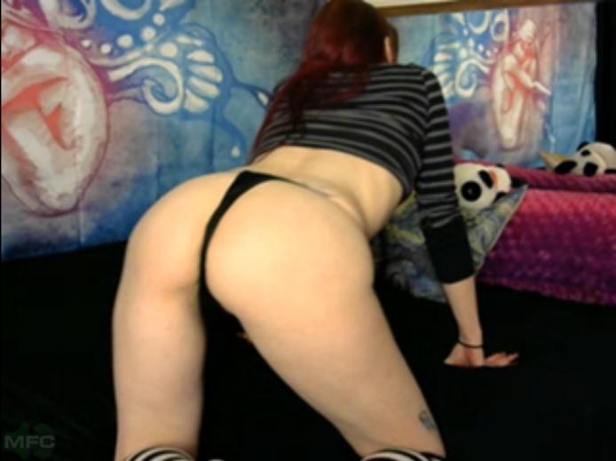 SkylaPink Twerks Her Sexy Derriere